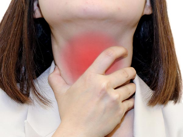 8 Healing Superfoods To Cure Throat Pain