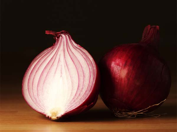 Use onion to treat tonsils