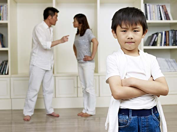 Bad Habits Kids Learn From Their Parents - homecaree.com