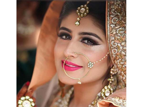 types of bridal naths to flaunt at your wedding boldsky