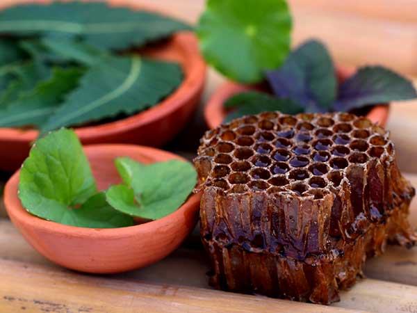 Apply Honey And Neem On Your Skin And Watch What Happens
