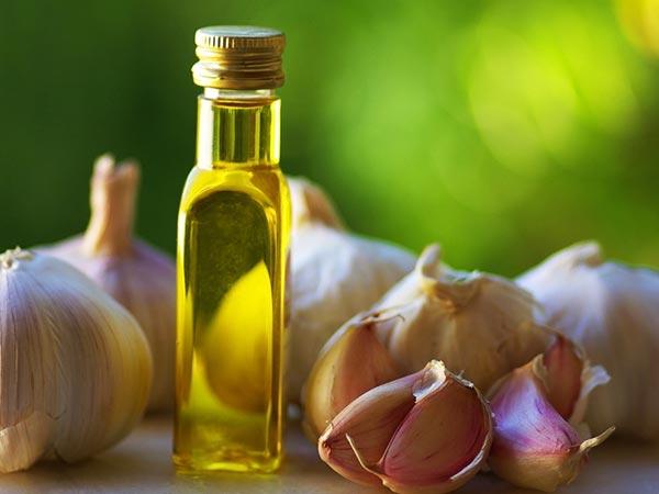 6 surprising ways to use garlic in hair care - Surprising uses for garlic ...