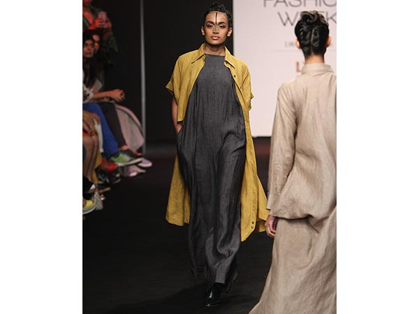 Manisha Koirala turns showstopper for Chola at the ongoing Lakme Fashion Week Winter/Festive 2016. Take a look.