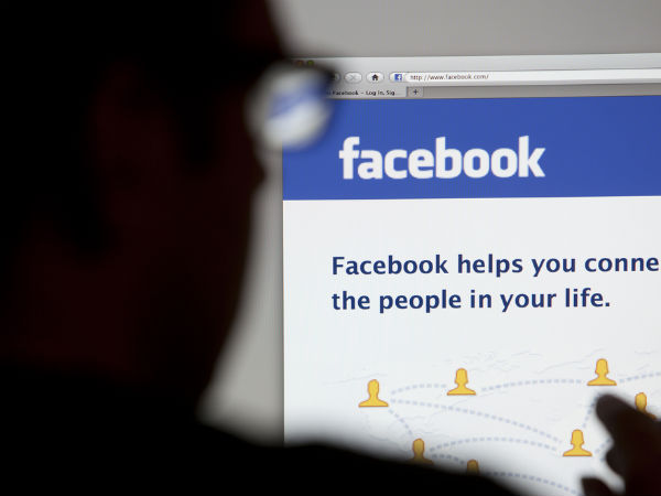 Using Facebook, Twitter Reduces BP, Diabetes In Elderly - Research Reveals