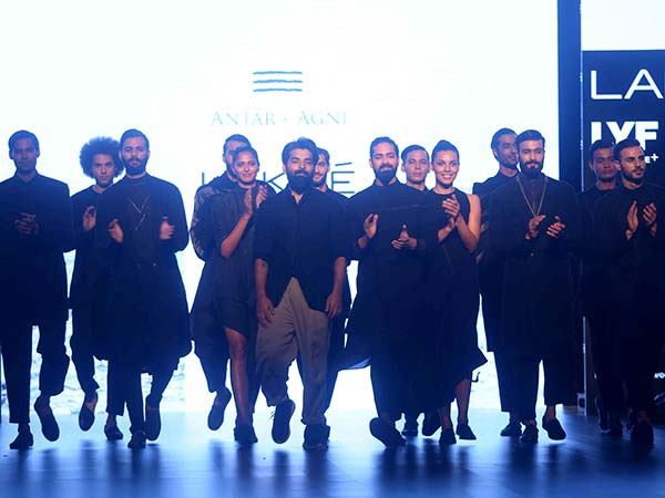Antar-Agni Charms The Lakme Stage In Shades OF Black