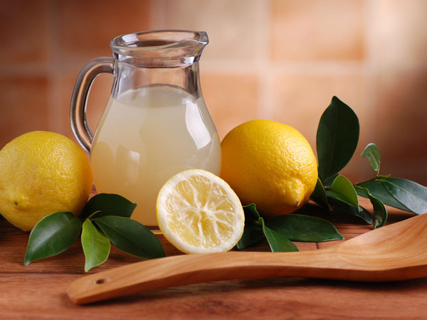 10 Skin & Hair Benefits of Lemon Juice