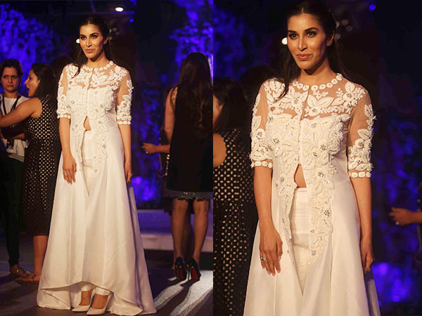 Check Bollywood Celebrities At Manish Malhotra Show, Lakme Fashion Week Winter/Festive 2016