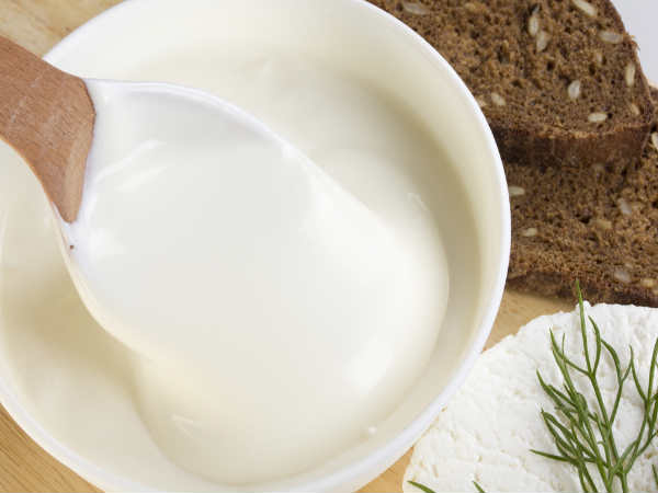 natural way to straighten hair with curd