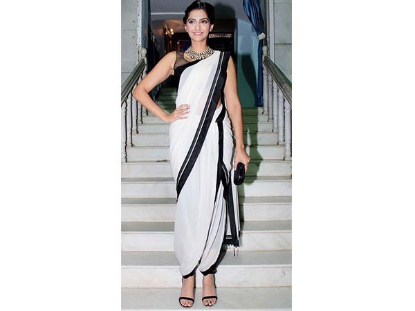 Are Actresses Mad Over White Sarees?