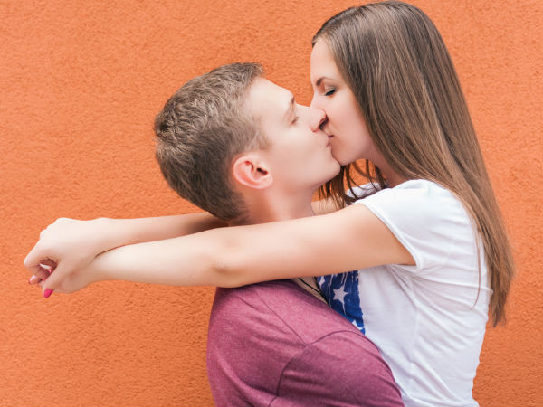 How to kiss your girlfriend