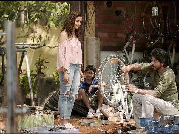 Dear Zindagi Is All About College Style