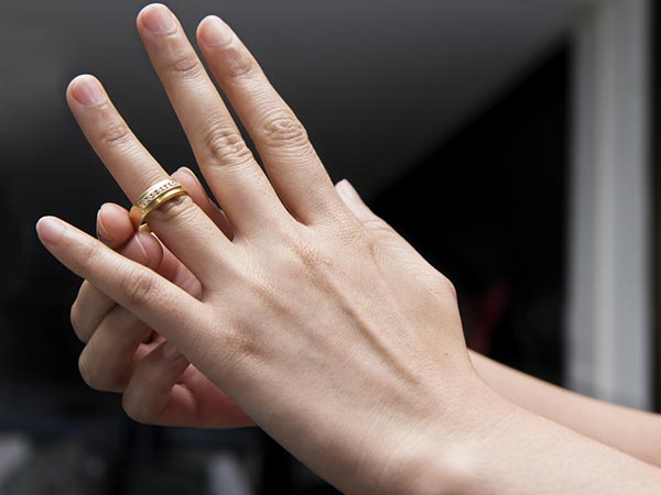 Ever Wondered Why You Wear Wedding Ring On The Four Finger: which finger to wear ring for single