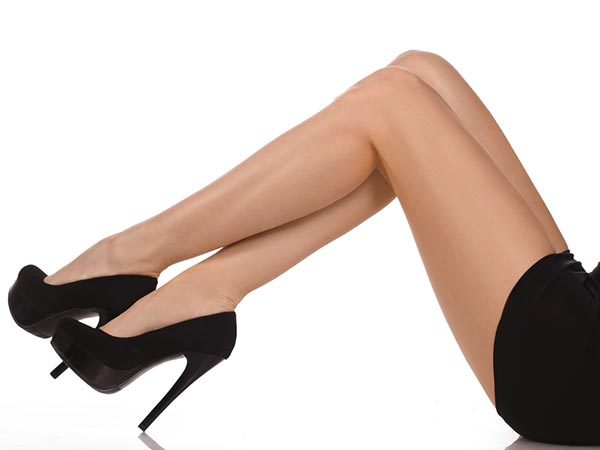 how to whiten legs naturally