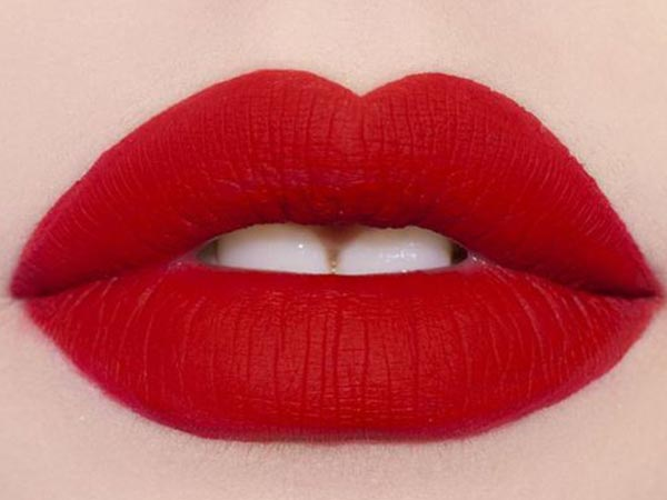 how to prevent lipstick staining teeth