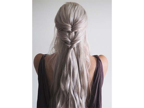 Five-Minute Hairstyles You Have Got To Try! - Boldsky.com