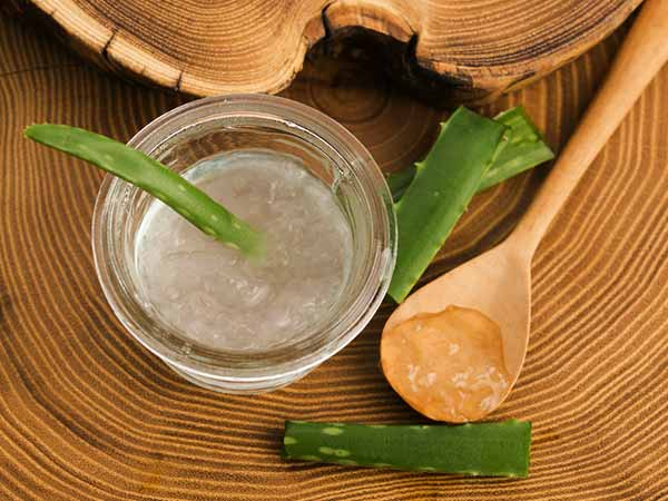 How To Apply Aloe Vera Gel On Hair