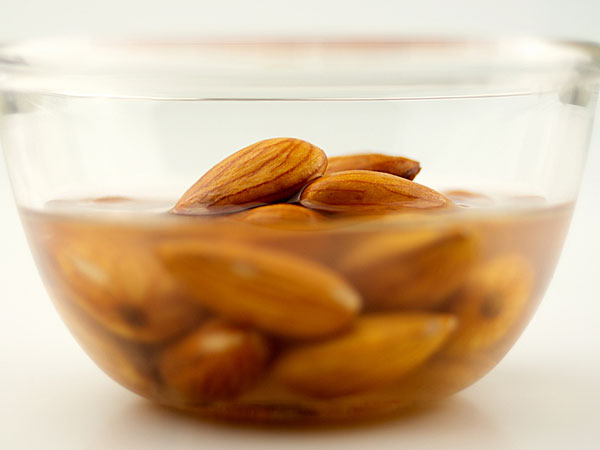 reasons to eat soaked almonds