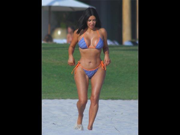 Breaking The Internet: Kim Flaunts Curvy Booty In Sleek Bikinis In Mexico