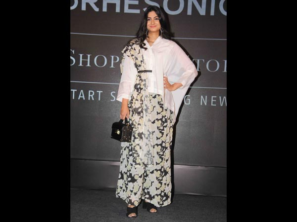 sonam kapoor at rheason showcase