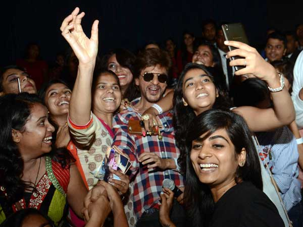 Winning Hearts In Style; SRK's Usual Forte