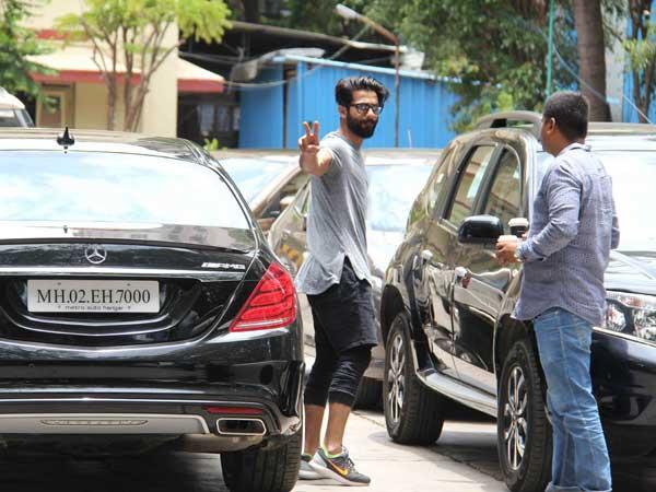 COUPLE SPOTTED; Shahid Kapoor At Gym While Mira With Misha At Bandra