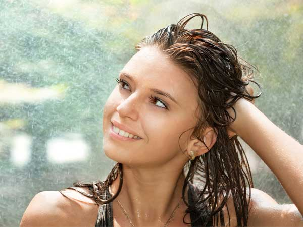 Simple & Healthy Hair Care Tips For The Monsoon Season