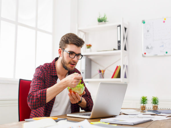 why is it bad to eat at your desk