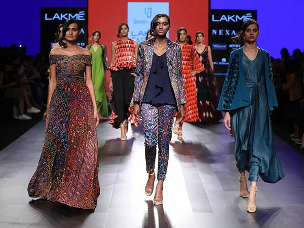 urvashi joneja collection at lakme fashion week 2017