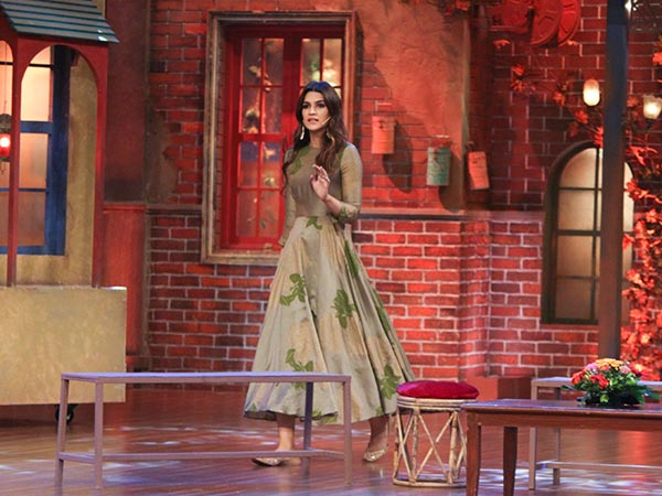 kriti sanon at the drama company sets