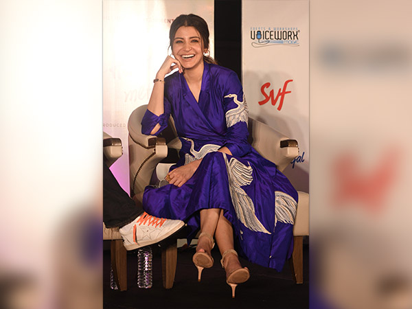 anushka sharma at jab harry met sejal promotion