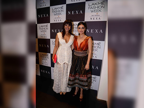 esha gupta at lakme fashion week 2017