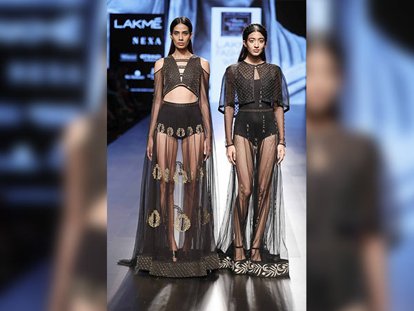 saiyami kher as a showstopper for nachiket barve at lakme fashion week