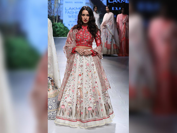 shraddha kapoor at lakme fashion week 2017