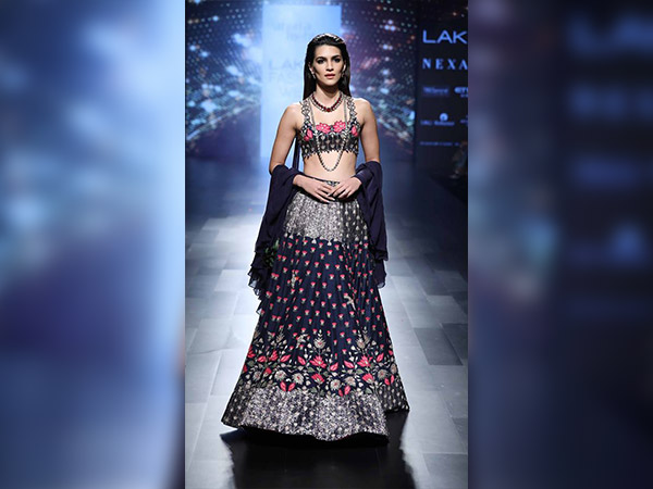 kriti sanon at lakme fashion week for arpita Mehta