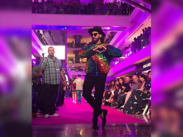 LFW 2017: Ranveer Singh Killed It With His Swag In Manish Arora