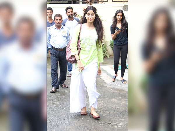 jhanvi kapoor spotted outside her dance class