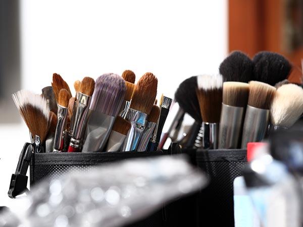Wash makeup brushes