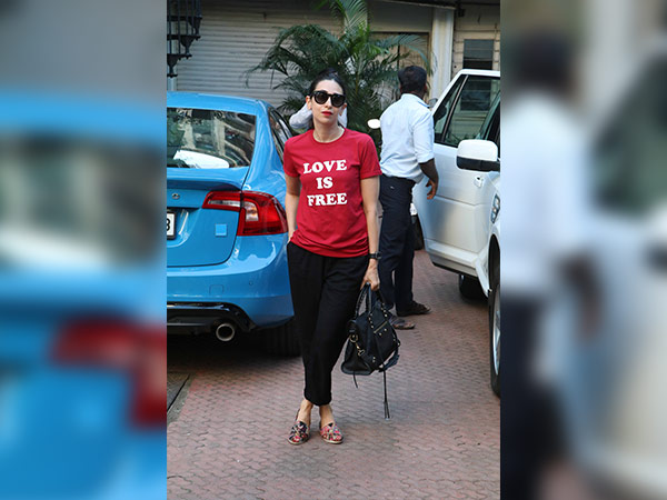 karisma Kapoor spotted at bandra