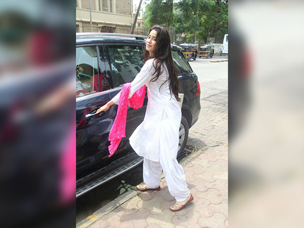 Jhanvi Kapoor's Dance Class Look Is Simply Graceful
