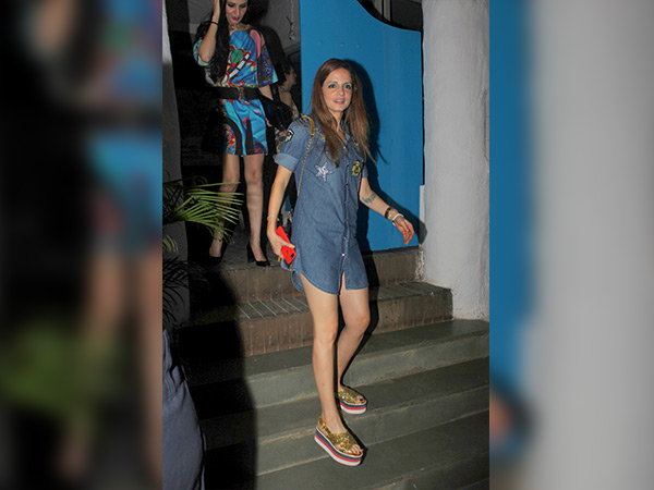 sussanne khan spotted at olive with anu dewan