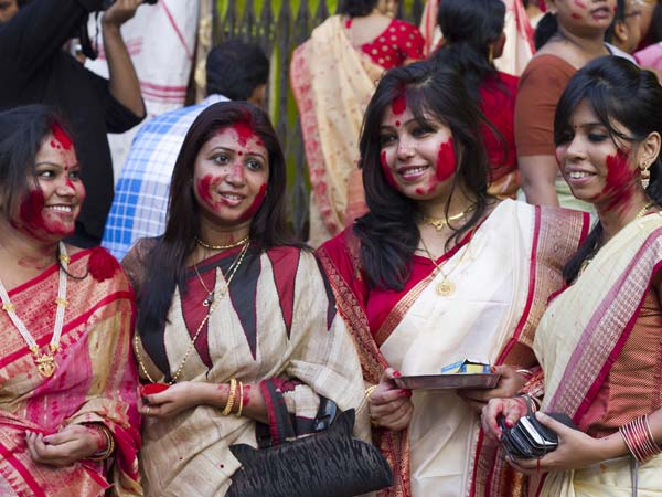 Durga Puja: Know The Effects Of Sindoor (Vermillion) Before You Indulge In Sindoor Khela