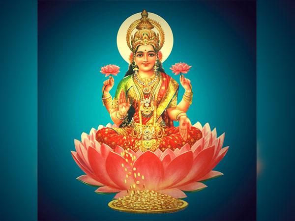 10 Most Powerful Lakshmi Mantras