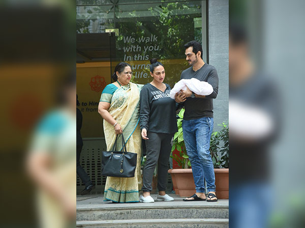 esha deol delivered a baby girl