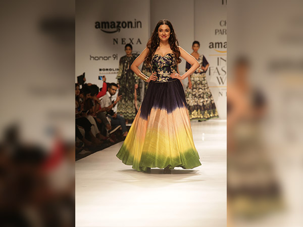 AIFW SS'18: Divya Khosla Kumar Walked Like A Diva As Charu Parashar's Showstopper