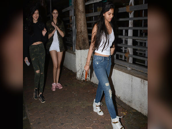 Suhana With Friends Carried Some Coolest Style Books For A Movie Screening