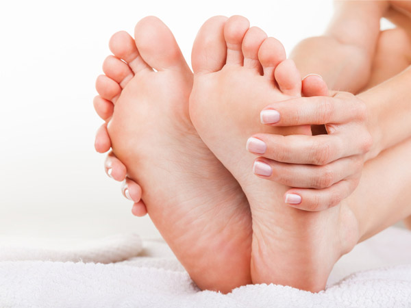 Home Remedies For Swollen Feet During Pregnancy Boldskycom - Elevate feet