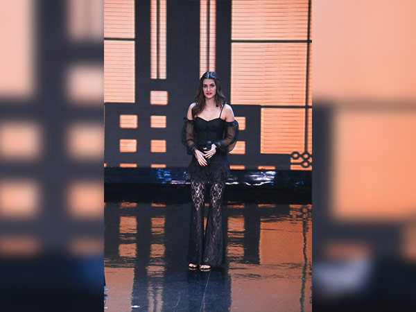 kriti sanon at the sets of lip sing battle
