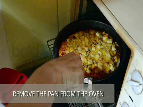 Tossed Paneer And Sweet Corn Pizza