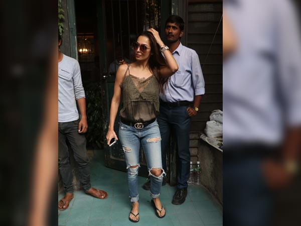 malaika arora at pali village café