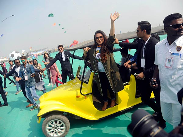 rani mukerji starts promoting hichki in style